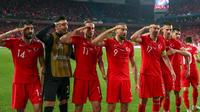 Ce salut militaire a été effectué par les joueurs turcs après le but victorieux de Cenk Tosun contre l'Albanie, en éliminatoires pour l'Euro 2020 (1-0).