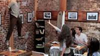 Une femme aux pouvoirs surnaturels sème la panique dans un café