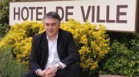 Gilles Bourdouleix, le député-maire (UDI) de Cholet, devant sa mairie, le 26 mai 2006 [Frank Perry / AFP/Archives]