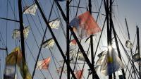 Les drapeaux flottent au dessus des Imoca, aux Sables-d'Olonne, avant le départ du Vendée Globe, le 5 novembre 2016 [LOIC VENANCE / AFP]