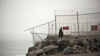 La double barrière entre l'enclave espagnole de Ceuta et le Maroc est surmontée de barbelés.