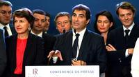 Le président des  Republicains (LR) Christian Jacob entouré d'autres membres du parti dont François Baroin (d) lors d'une réunion à Paris, le 23 octobre 2019 [DOMINIQUE FAGET / AFP]
