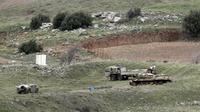 Des véhicules militaires israéliens dans le Golan, près de la frontière syrienne, le 11 février.