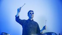 Le multi-instrumentiste Clément Bazin repense l'électro à l'aide de ses steeldrums.