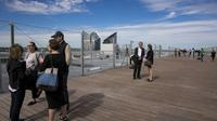Situé à 110 mètres de hauteurs, le toit de la Grand Arche de la Défense jouit d'une vue à 360 degrés.