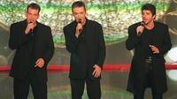 En1998, les chanteurs Garou, Daniel Lavoix et Patrick Fiori, de la troupe «Notre Dame de Paris», cartonnaient avec le titre «Belle».