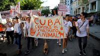 Ils étaient plus de 400 à manifester dimanche 7 avril à La Havane, appelant au vote d'une loi sur la protection des animaux.