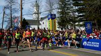 Les coureurs prennent le départ du 118e marathon de Boston le 21 avril 2014 à Hopkinton, au sud de Boston, dans le Massachussetts [Alex Trautwig / AFP]