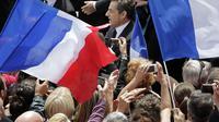 Nicolas Sarkozy entouré de ses partisans lors d'un meeting pendant la campagne présidentielle   [Michel Euler / Pool/AFP/Archives]