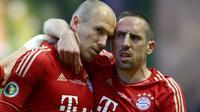 Les joueurs du Bayern Munich Franck Ribéry et Arjen Robben lors de la victoire à domicile 5-1 face à Francfort en dernière journée du championnat d'Allemagne le 18 mai 2019 [ODD ANDERSEN / AFP]