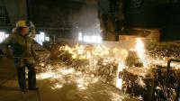 Un sidérurgiste travaille à la coulée d'acier le 12 Avril 2006 chez Ascométal à Fos-sur-Mer [Boris Horvat / AFP/Archives]