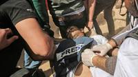 Le journaliste palestinien Yasser Mourtaja blessé par balles par l'armée israélienne le 6 avril 2018 près de la frontière entre la bande de Gaza et Israël dont la mort a été annoncée le 7 avril par le ministère de la Santé du Hamas [SAID KHATIB / AFP]
