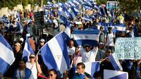 Des participants à une marche commémorant le début des manifestations contre le gouvernement nicaraguayen, il y a un mois, le 18 mai 2018 à Managua [DIANA ULLOA / AFP]