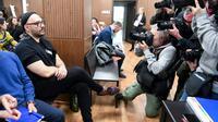Le metteur en scène russe Kirill Serebrennikov attend l'ouverture de son procès au tribunal de Moscou le 7 novembre 2018   [Kirill KUDRYAVTSEV / AFP]