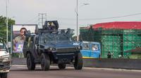 Un véhicule blindé de la police congolaise patrouille dans les rues de Kinshasa, le 30 novembre 2017, lors d'une journée de manifestation [Junior D. KANNAH / AFP/Archives]