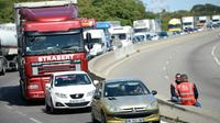 Chauffeurs routiers en grève le 9 mai 2016, près de Port-de-Bouc, dans les Bouches-du-Rhône [BORIS HORVAT / AFP/Archives]