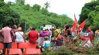 Des manifestants sur un barrage, le 9 mars 2018 près de Koungou à Mayotte  [Ornella LAMBERTI / AFP/Archives]