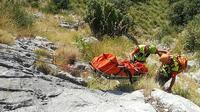 Photo diffusée le 19 août 2019 par le service de presse du CNSAS montrant la remontée du corps de Simon Gautier à Sapri, en Italie [Handout / CNSAS press office/AFP]