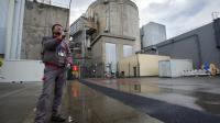 Un travailleur devant la centrale nucléaire de Fessenheim, le 9 avril 2013 [Sebastien Bozon / AFP/Archives]