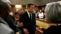 Oscar Pistorius quitte le tribunal à Prétoria, le 6 juillet 2016 [MARCO LONGARI / POOL/AFP/Archives]