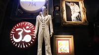 Un ensemble d'objets ayant appartenu à Elvis Presley sont exposés dans le cadre d'une vente aux enchères au Hard Rock Cafe de Times square à New York, le 13 mai 2014 [Rob Kim / Getty Images/AFP/Archives]