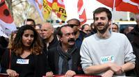 Le secrétaire géréral de la CGT Philippe Martinez et le président de l'Unef William Martinet lors d'une manifestation contre la loi travail à Paris le 5 avril 2016 [LIONEL BONAVENTURE / AFP/Archives]