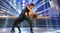 "Jive en duo pour Rayane Bensetti et Nathalie Péchalat sur "" You're the One that I Want "" (Grease)"