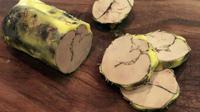 Malgré deux crises aviaires successives et l'abattage de millions de palmipèdes dans les élevages du Sud-Ouest et les Landes, il y aura bien du foie gras pour Noël et la Saint-Sylvestre mais en moindre quantité, et il sera plus cher. [OLIVIER LABAN-MATTEI / AFP/Archives]