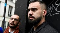 Eric Drouet (D) et son avocat Kheops Lara, à sa sortie de garde à vue, à Paris le 3 janvier 2019 [Bertrand GUAY / AFP/Archives]
