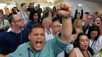 Les militants de l'opposition vénézuélienne, du parti MUD, célèbrent leur victoire après les premiers résultats des élections, à Caracas le 6 décembre 2015 [LUIS ROBAYO / AFP]