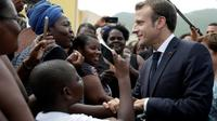 Emmanuel Macron en visite au Quartier d'Orleans, le 29 septembre 2018 à Saint-Martin [Thomas SAMSON / AFP]