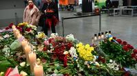 """Un autel à la mémoire des victimes ukrainiennes de l'avion civil ukrainien abattu """"par erreur"""" par l'Iran, à l'aéroport international de Kiev, le 11 janvier 2020 [Sergei SUPINSKY / AFP]"""