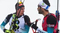 Martin Fourcade (d) parle avec Quentin Fillon Maillet à l'arrivée de la Mass Start de Nove Mesto en République tchèque, le 23 décembre 2018 [Michal CIZEK / AFP]