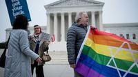 Les manifestants se retrouvent devant la Cour Suprême des Etats-Unis le 5 décembre avant l'audition d'une affaire emblématique mêlant discrimination et conviction religieuse  [Brendan Smialowski / AFP]