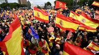 Des manifestants de droite et d'extrême droite réunis le 10 février 2019 place Colon à Madrid contre le Premier ministre socialiste Pedro Sanchez [OSCAR DEL POZO / AFP]