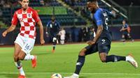 L'attaquant des Bleuets Moussa Dembélé (d) buteur lors du match face à la Croatie lors de l'Euro le 21 juin 2019 [Andreas SOLARO / AFP]