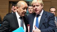 Le ministre français des Affaires étrangères Jean-Yves Le Drian (g) et son homologue britannique Boris Johnson, le 16 avrli 2018 à Luxembourg [Emmanuel DUNAND / AFP/Archives]