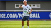 A deux semaines du début de la Coupe du monde, Didier Deschamps doit faire des choix au milieu de terrain comme en attaque.