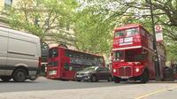 Londres : les bus à impérial pour célébrer le mariage royal