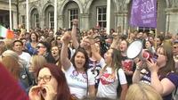 """L'Irlande célèbre la victoire du """"oui"""""""