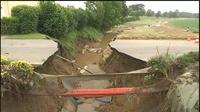 Intempéries : une portion de route du Tour de France s'effondre