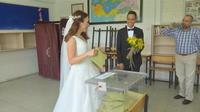 Turquie : elle vote en robe de mariée