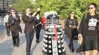Un robot Donald Trump défile dans les rues de Londres