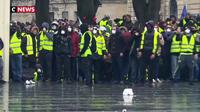 « Gilets jaunes » : Juppé lance « un appel à la raison »