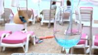 Le vin bleu, nouvelle star de l'été