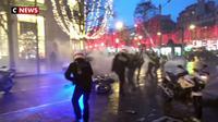 Gilets jaunes : le gouvernement appelle à la fermeté après les violences