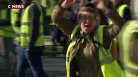 Heurts avec les manifestants : la stratégie de la police
