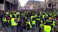 Des Gilets jaunes sur les Champs-Élysées pour demander la démission de Castaner