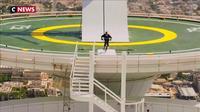 En BMX, il saute d'un hélicoptère en plein vol