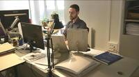 Les métiers insolites : le transcripteur de braille, indispensable aux malvoyants